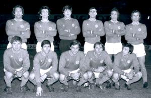 Le onze du PSG face à Sochaux. Debout : Djorkaeff, Leandri, Delhumeau, Arribas, Leonetti, Mitoraj. Assis : Rémond, Guignedoux, Prost, Hallet, Bras.