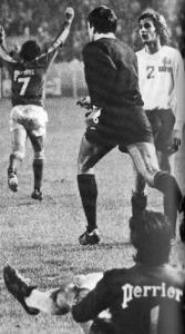 Jacki Planchard (au sol) et Eric Renaut s'inclinent face à Reims