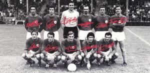le onze du PSG face à Montluçon. De gauche à droite, debout : Djorkaeff, Guicci, Choquier, Fitte-Duval, Destrumelle, Mitoraj. Assis : Brost, Béreau, Prost, Guignedoux, Bras