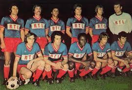 Premier match au Parc en D1 pour le PSG. Debout : Poli, Cardiet, Lokoli, Novi, Bauda, Pantelic. Assis : Floch, Deloffre, M'Pelé, Dogliani, Dahleb