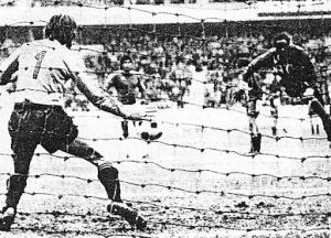 Le penalty de M'Pelé