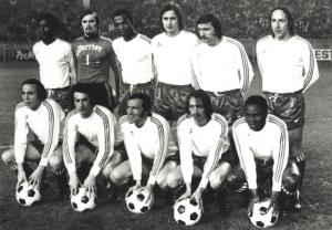 l'équipe face à Reims. Debout : Laposte, Planchard, Bade, Renaut, Cardiet, Leonetti. Assis : Marella, Spiegler, Deloffre, Dogliani, M'Pelé