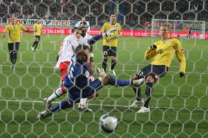 le penalty raté par Mevlut Erding mais Jérémy Clément avait suivi pour marquer face aux Sochaliens
