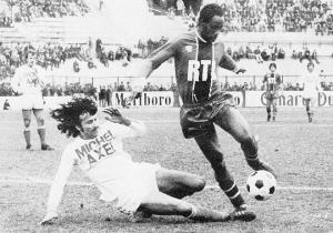 M'Pelé en duel avec Zvunka