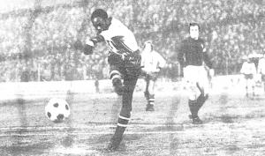 le but sur penalty de M'Pelé