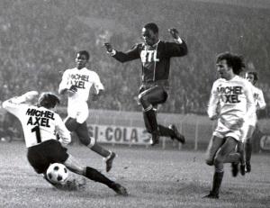 François M'Pelé en action face à l'OM