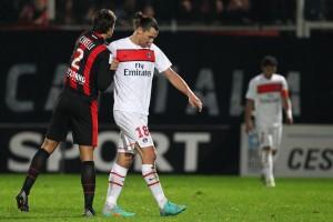 Ibrahimovic consolé par Civelli après la défaite à Nice en 2012 (1-2)