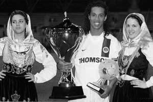 Ronaldinho : son seul trophée avec le PSG...