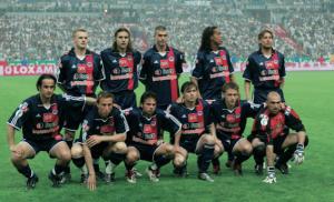 le onze du PSG, et Ronnie qui regarde la tribune parisienne...