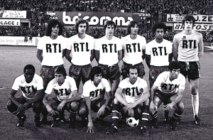 le onze du PSG à Rouen. Debout : Heredia, Renaut, Morin, Pilorget, Lokoli, Bensoussan. Assis : M'Pelé, Redon, Moraly, Bianchi, Dahleb