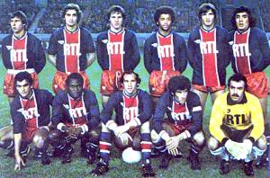L'équipe face aux Verts. Debout : Redon, Renaut, Morin, Lokoli, Pilorget, Heredia. Assis : Brisson, M'Pelé, Bianchi, Dahleb, Bernard