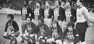 l'équipe face à Lens, debout : Laposte, Novi, Redon, Renaut, Pilorget, Pantelic. Assis : Lokoli, Tokoto, M'Pelé, Piasecki, Dahleb
