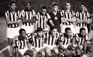 Santos à l afin des années 1960 avec Joel (debout) et Pelé (assis)