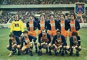Le onze du PSG face à Marseille. Debout : Bernard, G.Brisson, Morin, Pilorget, Renaut, Heredia. Assis : Redon, F.Brisson, Bianchi, M'Pelé, Dahleb