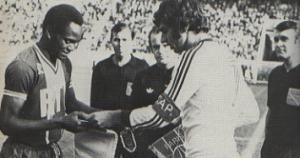 M'Pelé, capitaine du PSG face à Israël