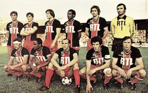 Le PSG face à Metz. Debout : Pilorget, A.Bianchi, Bathenay, Bajoc, Renaut, Baratelli. Assis : Brisson, M'Pelé, C.Bianchi, Dahleb, Douis