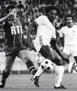 Paulo Cesar en duel avec Acinovic