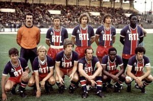 Le PSG face à Fluminense. Debout : Bernard, Redon, Renaut, Pilorget, Adams. Assis : F.Brisson, Justier, Larqué, Bianchi, M'Pelé, Dahleb