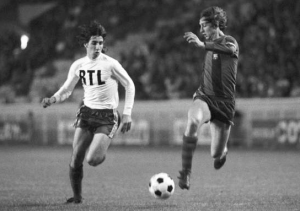 Cruyff en duel avec Moraly