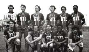 Le PSG face à VA. Debout : Baratelli, Pilorget, Morin, Bathenay, Douis, Adams. Assis : A.Bianchi, C.Bianchi, Lemoult, M'Pelé, Dahleb