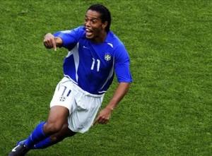 Ronaldinho, buteur face à l'Angleterre, avant son expulsion
