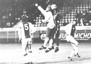 Tentative de M'Pelé de la tête devant Schrijvers et Krol (5)