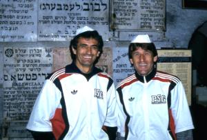 Halilhodzic et Susic devant le Mur des Lamentations à Jérusalem en 1987