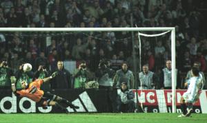 Alonzo, décisif face à Marseille en 2002