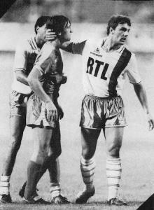 le regretté Thierry Bacconnier après la victoire du PSG face  Bastia à Reims en 1985