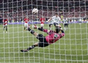 Coupet détourne le penalty de Debuchy en 2011 : un exploit pour rien...