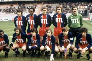 le PSG face à Strasbourg. Debout : Col, Bajoc, Morin, Renaut, Baratelli. Assis : Boubacar, Alves, Beltramini, Bathenay, Dahleb