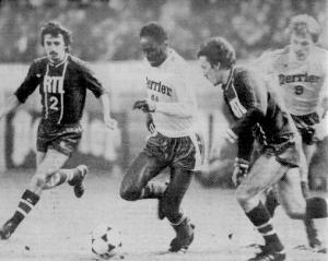 M'Pelé sans pitié face à ses anciens camarades
