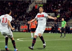 la joie de Thiago Motta, félicité par Nenê, après son but à Lorient en 2012