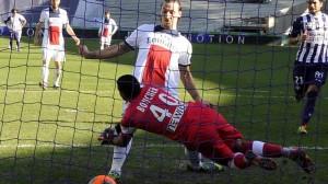 l'échec sans conséquence d'ibra à Toulouse, qui marque finalement après l'arrêt du gardien du TFC