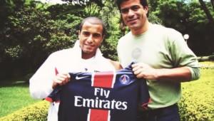 Lucas et Rai avec le maillot parisien