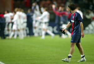 le regard triste de Cana : le PSG est sorti par le CSKA Moscou