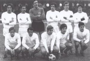 le PSG face à Rouen. Debout : Djorkaeff, Cruz, Choquier, Guicci, Mitoraj, Guignedoux. Assis : Brost, Prost, Rémond, Carré