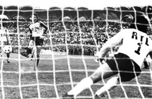 Le PSG se qualifie face à Bordeaux malgré le penalty réussi par le gardien Pantelic