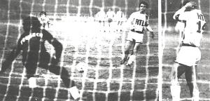 le tournant du match : le penalty raté par Bathenay