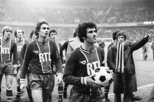 Historique : Dahleb va remettre symboliquement le ballon du match à Daniel Hechter