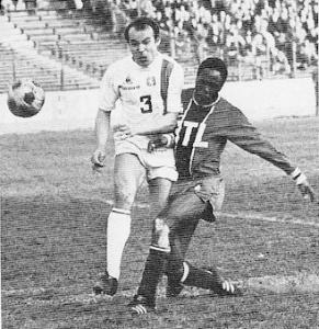 M'Pelé et le PSG face à Lyon au début des années 1970