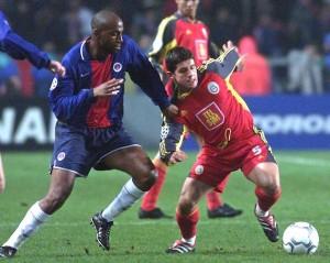 Christian en duel face à Emre lors du PSG-Galatasaray en 2001