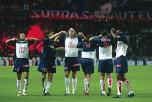 les joueurs parisiens rendent hommage à Gaby Heinze, touché par le décès de son père