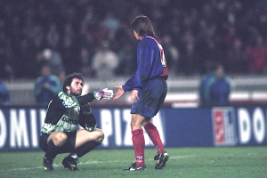 Tout le respect de Bravo pour le gardien italien Buccci : un geste apprécié, le Parisien signera quelques semaines plus tard... à Parme