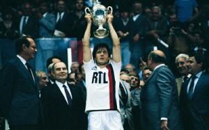 le premier trophée du PSG en 1982, face à Saint-Etienne en Coupe de France