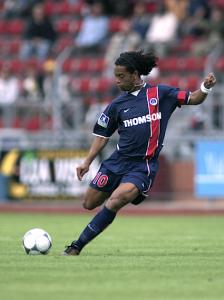 Ronaldinho, capitaine avec le PSG... en amical