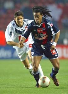 Ronaldinho devant Meriem