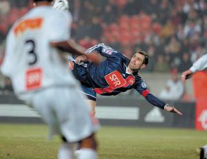 l'incroyable geste de Pauleta... Digne de Zlatan !
