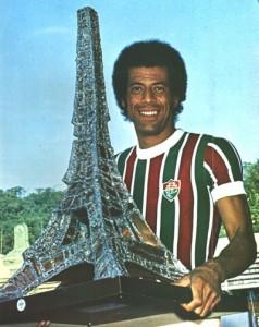 Carlos Alberto avec le volumineux trophée du tournoi de Paris...