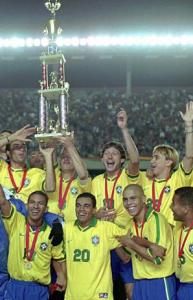 la joie de Leo et des Brésiliens avec le trophée
